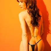 TS Mariana Cordoba expose her giant cock