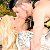 Stunning blonde tranny fucks guy bareback outdoors