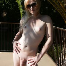 Pretty tgirl Vanessa playing in the pool