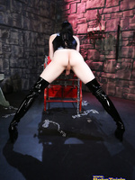 Kinky Eva plays in the dungeon