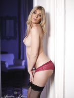 Gorgeous Angelina spreads and jerks