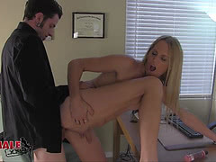 Dude assfucks slender trans girl