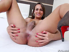 Lavany Bittencourt in high heels playing her hard rod