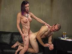 Well hung ts mistress River Stark fucking muscular guy
