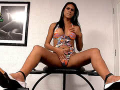 Naughty latina tranny Nina Lins stroking her boner