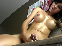 Killer body bangkok shemale shoots her cum