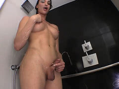 Dirty tgirl Jonelle Brooks shoots water with her ass