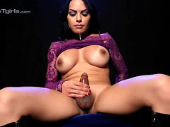 Beautiful Foxxy poses and strokes