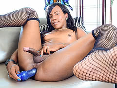 Sexy Ebony Shemale Savanna Summers Fucks Herself