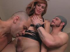Shemale Kananda Hickman Enjoys A Threesome