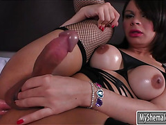 Booby shemale Gabriella Andrade gets her asshole rammed