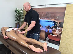 Pornstar Vaniity fucked on the massage table