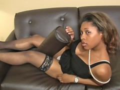 Ebony shemale tugs her huge shedick