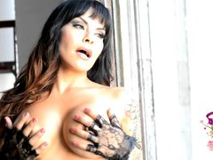 Busty Foxxy strips and plays