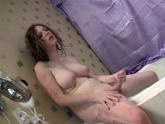 Big boobs tranny gets horny in the bath